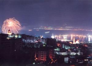 Una veduta di Messina in una notte di ferragosto